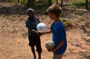 Nick ruilt voetbal, Tansania